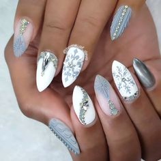 Best Stiletto Nails To Be In Trends 2019 Stiletto nails look incredibly elegant as well as elegant. As well as do not you risk to think that nail polish Xmas Nails, Holiday Nails, Christmas Nails, Fun Nails, Winter Christmas, Elegant Nail Designs, Christmas Nail Art Designs, Beautiful Nail Designs, Elegant Nails