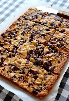 Magic cookie bars -tuleviin kolmekymppisiin. Magic Cookie Bars, Banana Bread, Wicked, Pie, Cookies, Sweet, Kitchen, Desserts, Recipes