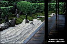 Japanese Zen Gardens by Frantisek Staud