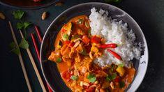 Voňavá thajská jídla si u nás oblíbil kdekdo. Do exotického pokrmu se skvěle hodí i domácká cuketa. Tasty, Yummy Food, Curry, Food And Drink, Low Carb, Menu, Cooking, Ethnic Recipes, Indie