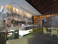 Hungry in Bangkok Japanese Restaurant Interior, Restaurant Interior Design, Chinese Restaurant, Large Round Table, Coffee Restaurants, Kitchen Design Open, Sushi, Stone Cladding, Interior Design Business