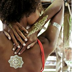 Ces tatouages aussi beaux que des bijoux vous donneront des airs de reine !