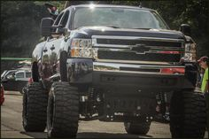 If I didn't need to hoist my kid in his carseat, I'd do this to my truck. :)