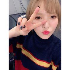 fyeah! red velvet Seulgi, Wendy Red Velvet, Peek A Boos, Korean Girl Groups, Olaf, Kpop Groups, Twitter, Queens, Twins