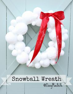 6 Simple DIY Holiday Wreaths: How to Make a Snowball Wreath Holiday Wreaths, Holiday Crafts, Christmas Decorations, Winter Wreaths, Holiday Ideas, Snowman Decorations, Wreath Crafts, Diy Wreath, Decor Crafts