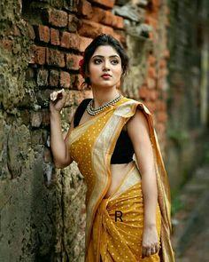 Saree Poses, Saree Photoshoot, Wedding Photoshoot, Elegant Saree, Saree Look, Indian Models, Indian Beauty Saree, Indian Sarees, Bengali Saree