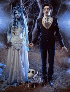 """How about a little cosplay as the characters in Tim Burton's Corpse Bride, wouldn't it be fun? Real life Tim Burton's """"Corpse Bride"""" by cosplay artist Malro-Doll. Hallowen Costume, Unique Halloween Costumes, Halloween Cosplay, Amazing Costumes, Tim Burton Halloween Costumes, Halloween Bride, Halloween Decorations, Halloween Face Mask, Halloween Projects"""