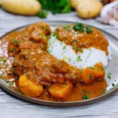 mafe-de-poulet Senegalese Recipe, Kitchen Recipes, Diy Food, Meal Prep, Curry, Food And Drink, Easy Meals, Dishes, Cooking
