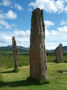 Machrie Moor Standing Stones, Isle of Arran, Scotland. Photo by Christine Floris Scottish Words, Isle Of Arran, Highland Games, Irish Roots, Next Holiday, Countries Of The World, World Traveler, Alchemy, Outlander