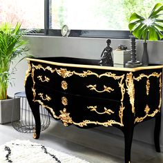 Very nice, large and prestigious baroque Louis XV dresser entirely black (foot plateau, carcass and drawers) style with the shelf edge is gilded with gold leaf. Upscale Furniture, Funky Furniture, Refurbished Furniture, Colorful Furniture, Paint Furniture, Furniture Makeover, Furniture Design, Furniture Projects, Decoration Baroque