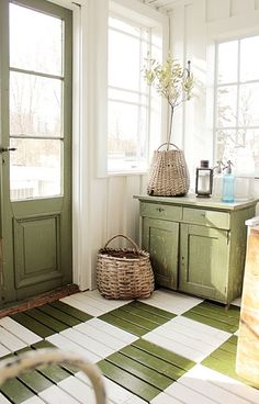 6-Love the painted floor to create a vintage house look