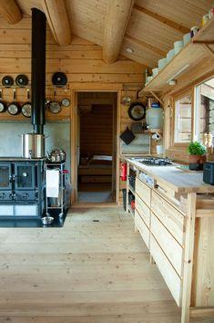 Arkitektens drømmehytte - adressa.no Kitchen Island, Home Decor, Modern, Island Kitchen, Decoration Home, Room Decor, Home Interior Design, Home Decoration, Interior Design