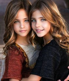 57 new ideas for fashion kids twins sisters Beautiful Little Girls, Beautiful Children, Beautiful Eyes, Cute Kids Photography, Kids Fashion Photography, Cute Kids Fashion, Girl Fashion, Fashion Hair, Cute Twins