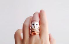 Bangkok artist Mary Lou has designed a set of rings that will fit perfectly on the fingers of any animal lover. Each ring set comes with three se
