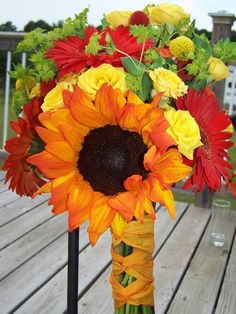 Sunflower bouquet.. Love the colors perfect for fall. And sunflower for my mom