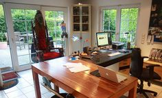 40 Photos of Creative Offices & Freelance Workspaces