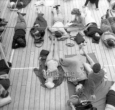 Kreuzfahrtschiff 'Aurelia' auf dem Atlantik, 1962 Juergen/Timeline Images #60er #60s #daydreams #entspannen #relax #enjoy #sleep #schlafen #tagträumen #Tagträumer #träumen #Sonne #Sommer #Nickerchen #nap #Deck #Kreuzfahrt #Schiffffahrt #Menschen #sonnen #bräunen