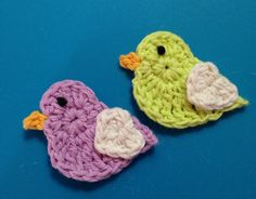 How To Crochet A Couple Of Cute Love Chicks Applique - DIY Crafts Tutorial - Guidecentral. Guidecentral is a fun and visual way to discover DIY ideas learn new skills, meet amazing people who share your passions and even upload your own DIY guides. Knitting Blogs, Easy Knitting, Knitting For Beginners, Knitting Stitches, Knitting Projects, Crochet Projects, Knitting Patterns, Knitting Ideas, Diy And Crafts Sewing
