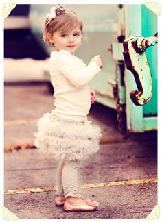 The cutest tulle skirt/leggings, super easy tutorial with nice step-by-step directions.  I HAVE to try this for my niece :)