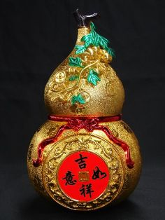 The Chinese like to display golden basket as well golden gourd at home on Chinese new year to bring wealth as well as good health. Chinese New Year Food, Chinese New Year Greeting, Chinese Art, Xmas Messages, New Year Gif, Buddha Tattoos, Festival Celebration, Interactive Art, Gourd Art