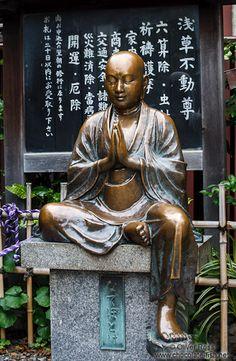 Sitting Buddha sculpture in Tokyo Asakusa, Japan