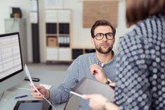 Vieles spricht dafür, dass ein Unternehmen einen Mitarbeiter zur Führungskraft ausbildet. Aber wie wird man vom Kollegen zum Chef? Wir geben Tipps...  http://karrierebibel.de/vom-kollegen-zum-chef/
