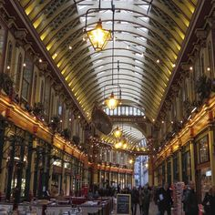 By gamusuke2015: #uk #england #london #leadenhallmarket #city #cityoflondon #market #arcade #イギリス #イングランド #ロンドン #レドンホールマーケット #シティ #シティオブロンドン #マーケット #アーケード #arcade #micrhobbit