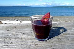 A delicious red wine sangria with pineapple - perfect for warm summer evenings. Wine Pineapple, Cocktail Recipes, Cocktails, Red Wine Sangria, Alcoholic Drinks, Beverages, Vodka, Curls, Clock