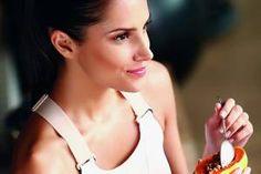 Mulher-comendo-mamão