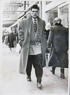 Vintage Coats Big Man Walking, Vintage Photo Contest « The Sartorialist 1950s Jacket Mens, Cargo Jacket Mens, Grey Bomber Jacket, Green Cargo Jacket, Leather Jacket, Vintage Coat, Mode Vintage, Vintage Looks, Vintage Men
