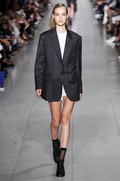 DKNY's spring 2016 ready-to-wear collection featured a trend of menswear for women. In the 1980s, there were many working women starting to wear suits. The look in the picture shows a men's suit jacket as a women's look.