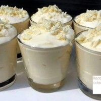 The most delicious dessert you've ever tasted: white chocolate mousse! A scrumptious sweet indulgence that's perfect for Christmas dinner: white chocolate Köstliche Desserts, Delicious Desserts, Dessert Recipes, Yummy Food, Keks Dessert, Banana Drinks, White Chocolate Mousse, Chocolate Recipes, Love Food