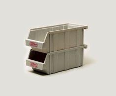 1950年代の創業以来、世界中多くのレストラン、ホテル、公共施設などで使用されてきた製品がフードサービス業界でスタンダードとされている米国CAMBRO社の「ORGANIZER」をGS仕様にしました。 プラスチック製で軽量、割れにくく、スタッキングすることで用途に合わせた使用が可能です。 カトラリーを収納するのはもちろん、デスク周りで小物を整頓するのにも最適です。MADE IN USA