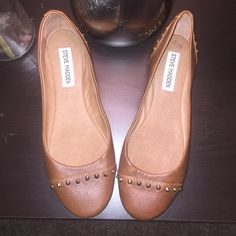 Steve Madden flats Size 6.5, brand new without tags. Never been worn. Color is cognac. Steve Madden Shoes Flats & Loafers