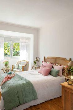 Los muebles cannage o de rejilla son tendencia Diy Bedroom Decor, Home Decor, Furniture, Ideas, Decorating Bedrooms, Dining Table, Diy Bedroom, Chair Backs, Decoration Home