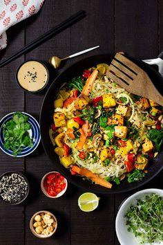 PAD THAI TOFULLA (V, G) Paella, Tofu, Chili, Ethnic Recipes, Red Peppers, Chile, Chilis