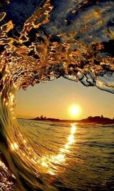 ~♡Golden curl of the ocean and a beautiful setting sun. Breathtaking... Only thru a master's lens could we see this kind of perfect Kodak moment♡~