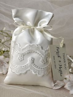 Custom listing (20) Vintage Wedding Favor Bag, Lace Wedding Favor Bags, Ivory Wedding Thank You Favor Bags,
