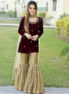 This is the plaazo pant. A type of garara Costumised similar dress for order HOUSE OF ZUHAF Pakistani Party Wear, Pakistani Wedding Outfits, Pakistani Dress Design, Pakistani Dresses, Indian Dresses, Indian Outfits, Pakistani Garara, Stylish Dresses, Fashion Dresses