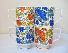 Orange and Blue Vintage Mushroom Mugs Vintage Kitchen, Retro Vintage, Vintage Items, Mugs Set, Vintage Coffee Cups, Flower Power, Mushroom Art, Vintage Enamelware, Cute Mugs