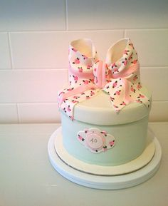 Vintage Minty Hatbox - by UberAngelCupcakes @ CakesDecor.com - cake decorating website
