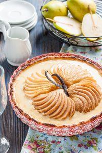 Фото к рецепту: Тарт с крем-брюле и запеченными грушами