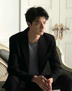 Hot Korean Guys, Cute Asian Guys, Cute Korean, Korean Men, Asian Boys, Pretty Boys, Cute Boys, Song Wei Long, Boy Pictures