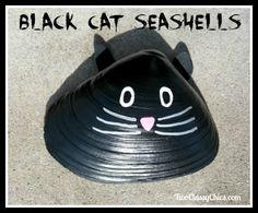 Craft Project Painted Kitty Cat Seashells for Garden Yard Art - alexandra Yard Art Crafts, Sea Crafts, Rock Crafts, Nature Crafts, Seashell Painting, Seashell Art, Seashell Crafts, Clam Shells, Oyster Shells