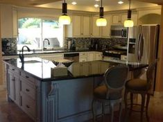 Trendy l shaped kitchen with island layout modern Ideas L Shaped Island Kitchen, Small L Shaped Kitchens, L Shaped Kitchen Designs, L Shape Kitchen Layout, Kitchen Layouts With Island, Kitchen Islands, Kitchen On A Budget, New Kitchen, Kitchen Decor