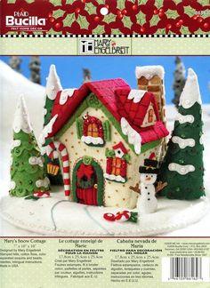 Bucilla ~ Marys Snow Cottage ~ fieltro Navidad 3D Centerpiece kit.  2009 patrón ~ descontinuado en 2012  Otro maravilloso diseño de Mary Engelbreit, esta casita encantadora todo adornado para las vacaciones agregará un toque de calidez acogedora a su mesa...... Manto.... el hogar de un querido