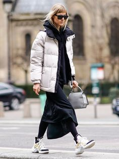 See the latest looks in everyday fashion from street style stars. Best Street Style, Street Style 2018, Street Chic, Jb Martin, Sneakers Street Style, Fashion Outfits, Womens Fashion, Casual Outfits, Everyday Fashion