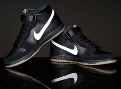 c47ab075a42 Nike SB  Black Friday  Dunk Mid Nike Outfits