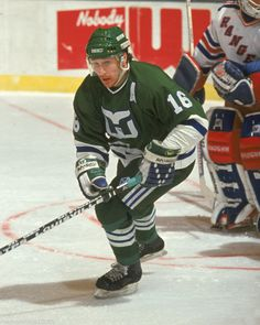 Pat Verbeek (Whalers d'Hartford) Hartford Whalers, Hockey Rules, Ice King, Good Old Times, Hockey Stuff, Hockey Players, Athletes, The Incredibles, Baseball Cards