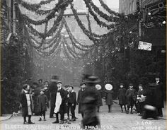 Christmas in Brixton old and new - a look around the Christmas lights of Brixton, Lambeth, London, 1908 to 2008 Vintage Christmas Photos, Christmas Past, Victorian Christmas, Christmas Lights, Vintage Holiday, Christmas Scrooge, Xmas, Christmas Carol, Vintage Pictures